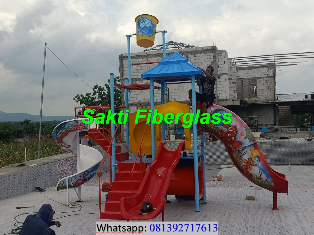 Instalasi Playground Kolam Renang di Kajoran Sport Center Rembang